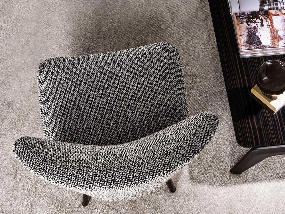 Minotti-Aston-fauteuil-grijs-stof-3