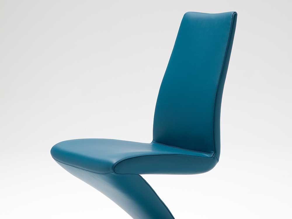 Rolf-Benz-7800-eetkamerstoel-leer-blauw