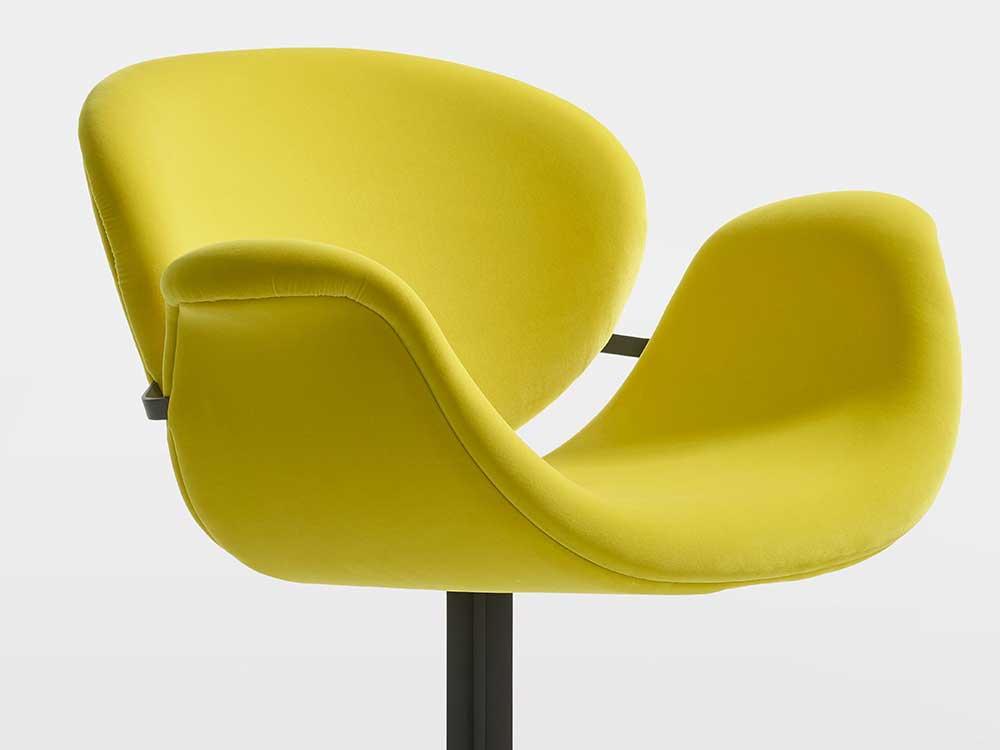 Artifort-Tulip-Midi-Chair-eetkamerstoel-geel-stof-1