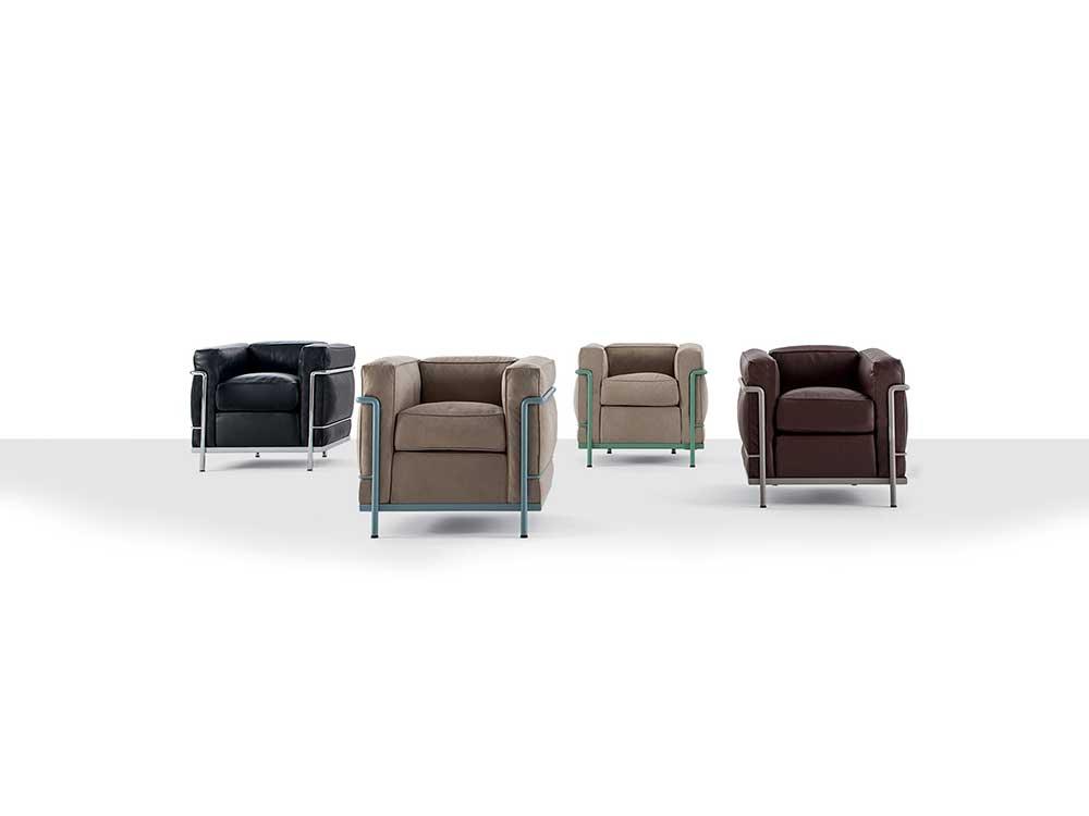 Cassina-LC-2-fauteuil-leder-zwart-bruin-naturel