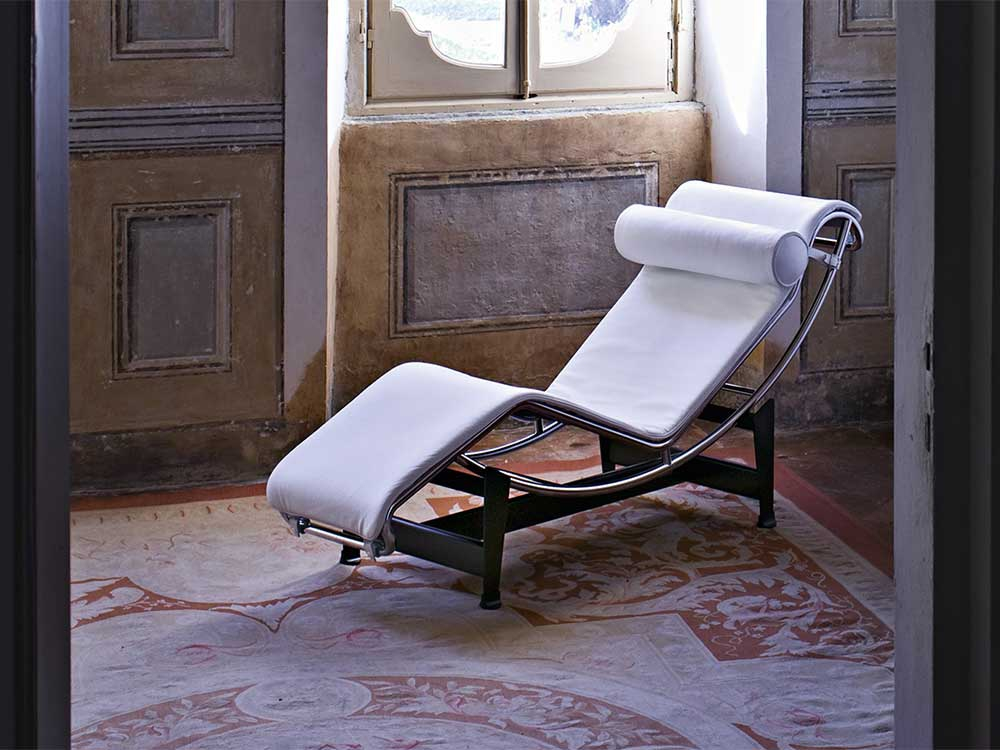 Cassina-LC4-loungechair-leer-wit-2