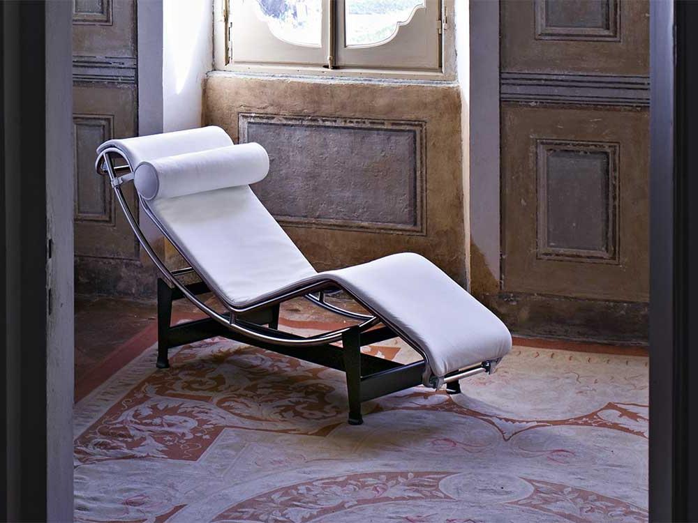 Cassina-LC4-loungechair-leer-wit-2