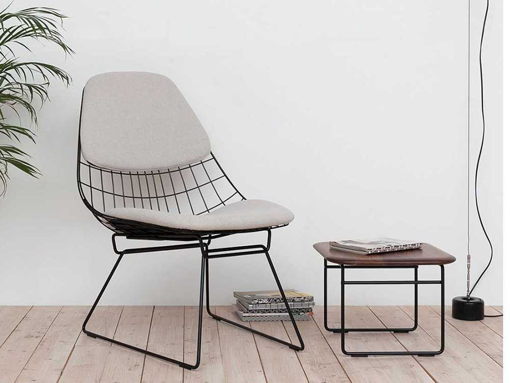 pastoe-wire-lounge-chair-wit-stof-sfeer