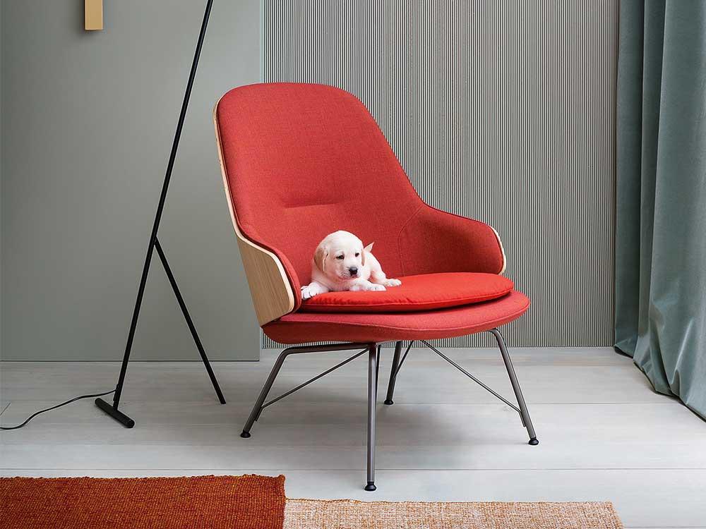 zanotta-judy-fauteuil-rood-stof.sfeer