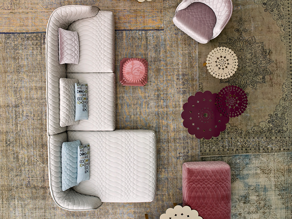 moroso-redondo-fauteuil-roze-stof-sfeer