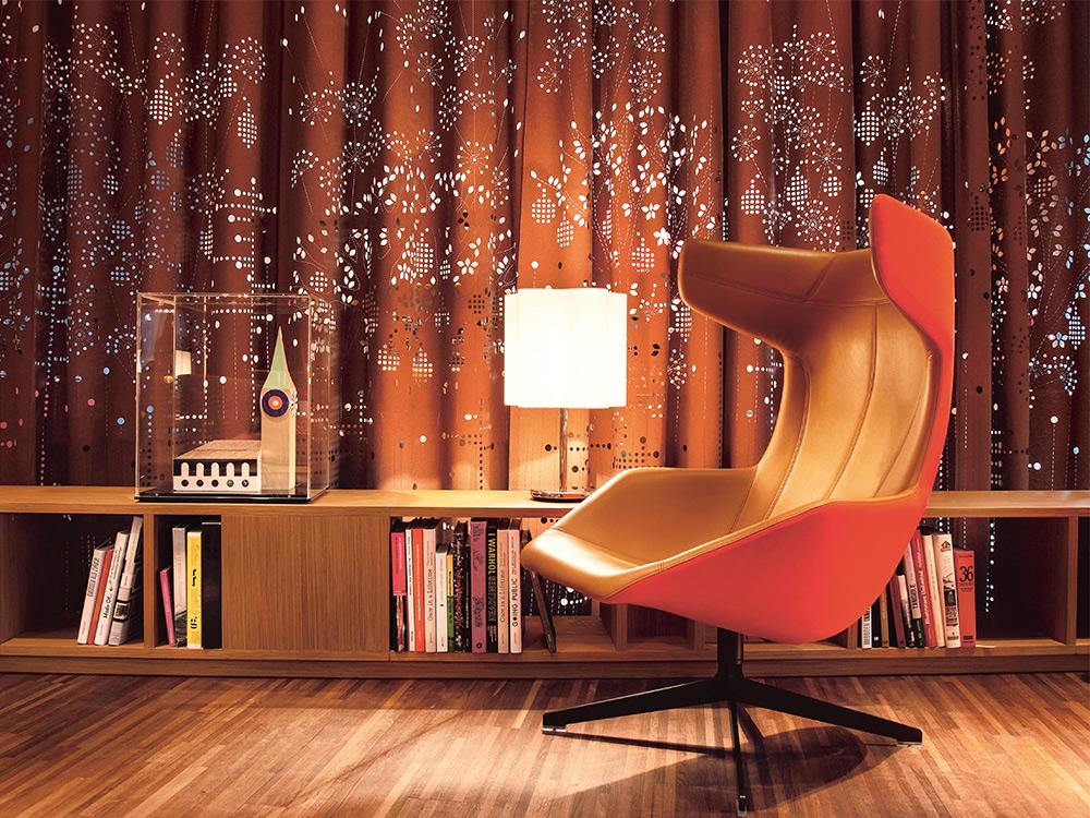 moroso-take-a-line-for-a-walk-fauteuil-oranje-leer-sfeer - kopie