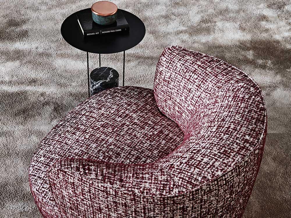 Molteni-Elain-fauteuil-stof-bordeau