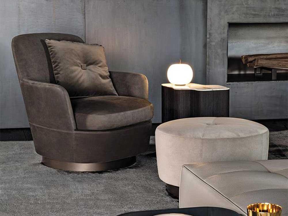 Minotti-Jacques-fauteuil-stof-bruin