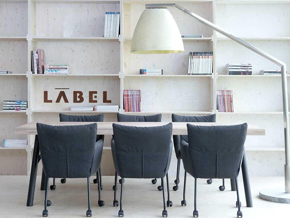Label-mali-eetkamerstoel-stof-grijs