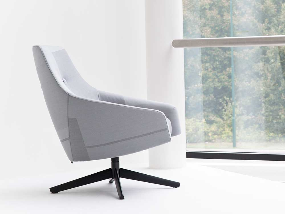 Montis-Puk-M-fauteuil-grijs-stof-sfeer