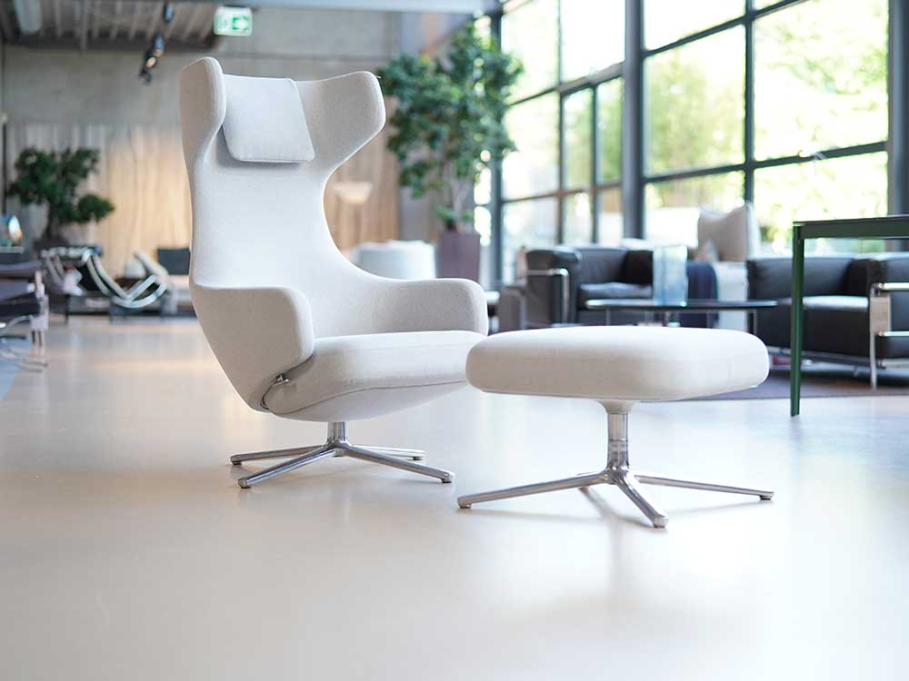 VITRA: GRAND REPOS FAUTEUIL + HOCKER