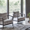 Flexform-Crono-fauteuil-bruin-hout-grijs-stof-sfeer